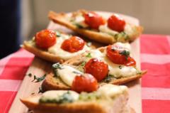 番茄水牛芝士香蒜面包的做法视频