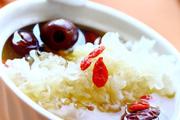 银耳红枣枸杞冰糖水的做法视频