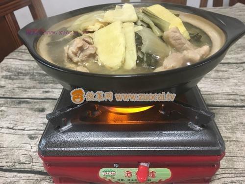 冬笋腌菜火锅的做法