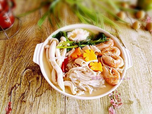 菌菇海鲜火锅鸡蛋面的做法