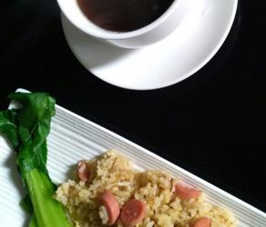 鸡丝火腿肠蛋炒饭的家常做法