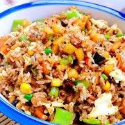 香菇土豆什锦蛋炒饭的做法