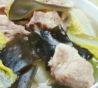 海带白菜排骨汤的家常做法
