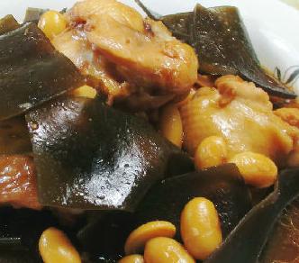 黄豆海带焖鸡翅根的家常做法