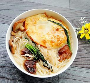 香菇荷包蛋热汤面的家常做法
