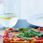 意式薄底披萨附自制披萨酱的做法