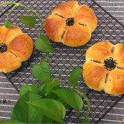 豆沙花朵面包的做法